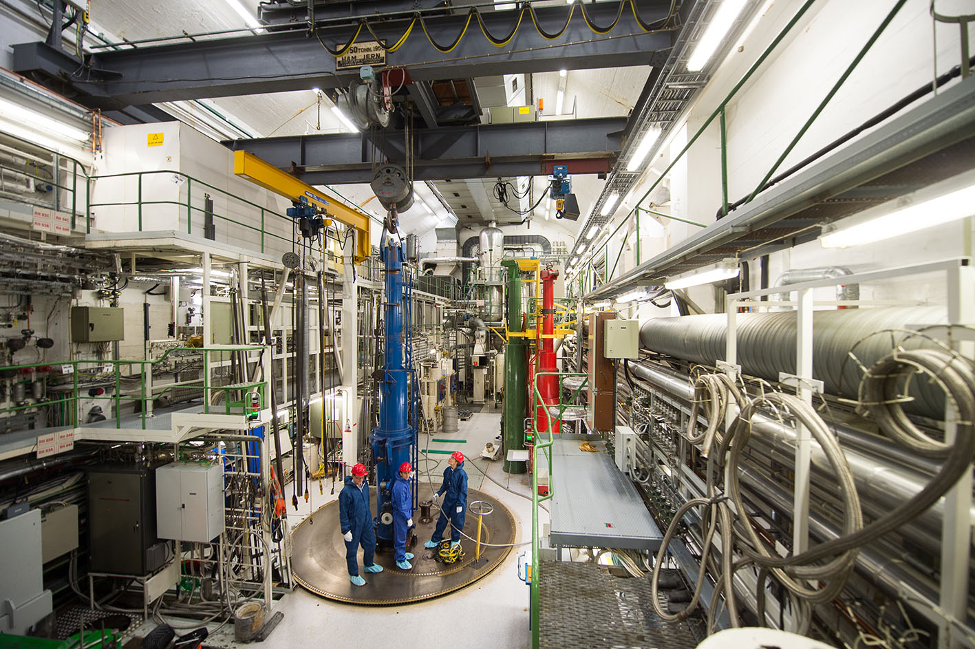 The second thorium fuel test rig being loaded into the Halden research reactor in December 2015. (Photo: T. Tandberg).